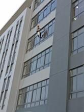 上海高空清洗公司/玻璃幕墙清洗哪家好图片