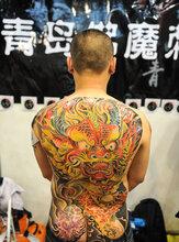 """惠州平南纹身店美女大胆""""秀文身""""中国文身图片"""