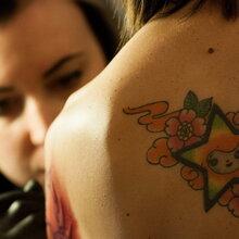 """惠州比较出名的纹身馆意大利罗马举行""""女性纹身大会""""图片"""