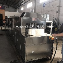 广州喷淋除油清洗机瓜果蔬菜肉类食品筐清洗机洗筐机厂家图片