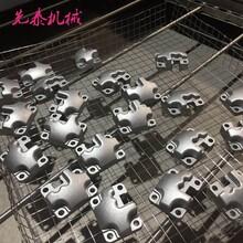 环保型气缸盖除油除粉尘超声波清洗机喷淋除油设备厂家图片