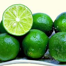 新鮮時令水果小青檸皮薄多汁青檸檬有壞包賠覆膜圖片