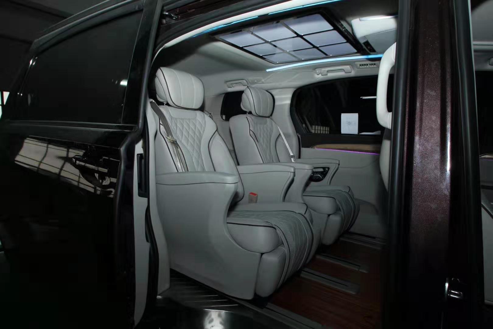上海商务车改装别克gl8内饰改装升级航空座椅木地板九宫格顶灯