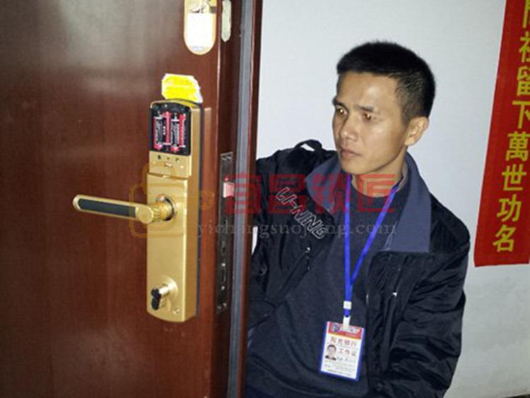 宜昌北京花园轿车急开锁现场展现