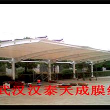 黄石投币式充电站汽车棚黄石小区汽车遮阳棚膜结构图片
