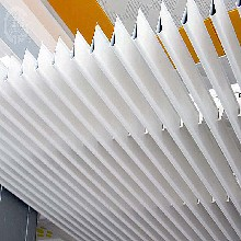 地铁站型材挂片吊顶生产厂家直销商场走廊挂片天花吊顶图片