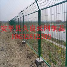 护栏网厂家直销三角折弯护栏网绿色小区隔离栅栏杭州圈地隔离栅栏图片