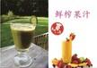鲜榨果汁是使用新鲜水果榨出来的果汁