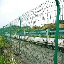 镇江双边丝隔离网道路护栏网无框围栏网焊接铁丝网