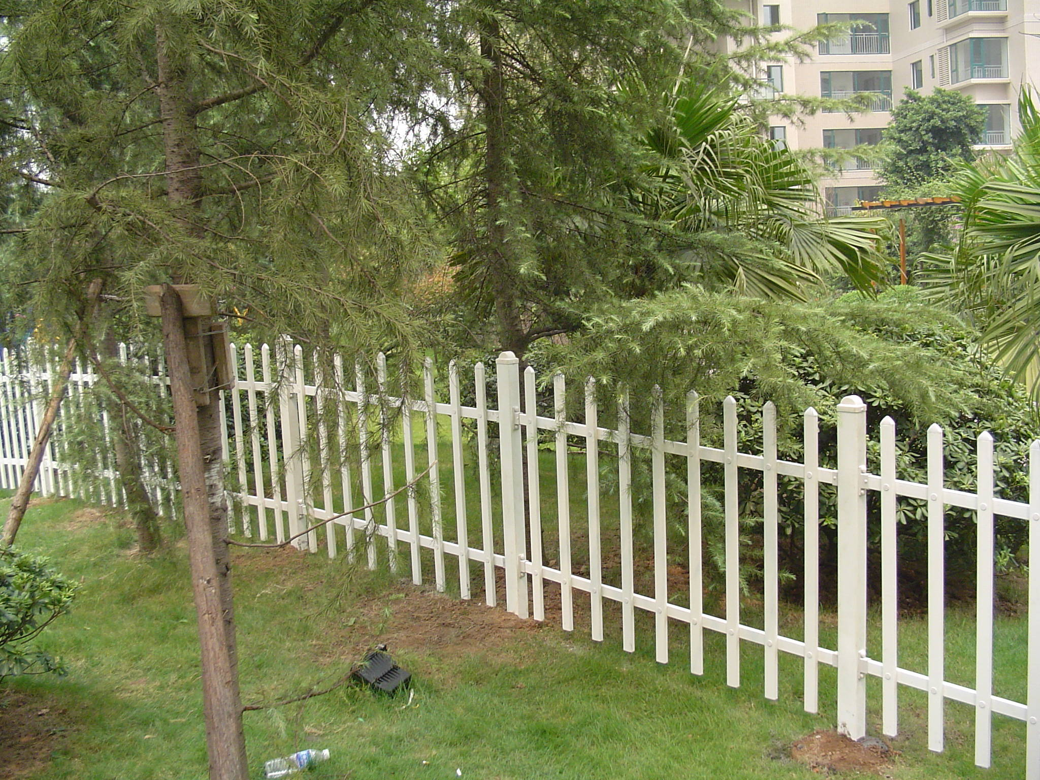 PVC花坛草坪护栏 PVC绿化带围栏 市政道路花坛护栏_顺企网