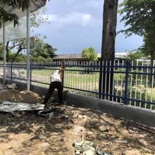 清遠鋅鋼圍墻欄桿小區圍墻柵欄學校外墻護欄廠區圍墻圍欄生產安裝圖片
