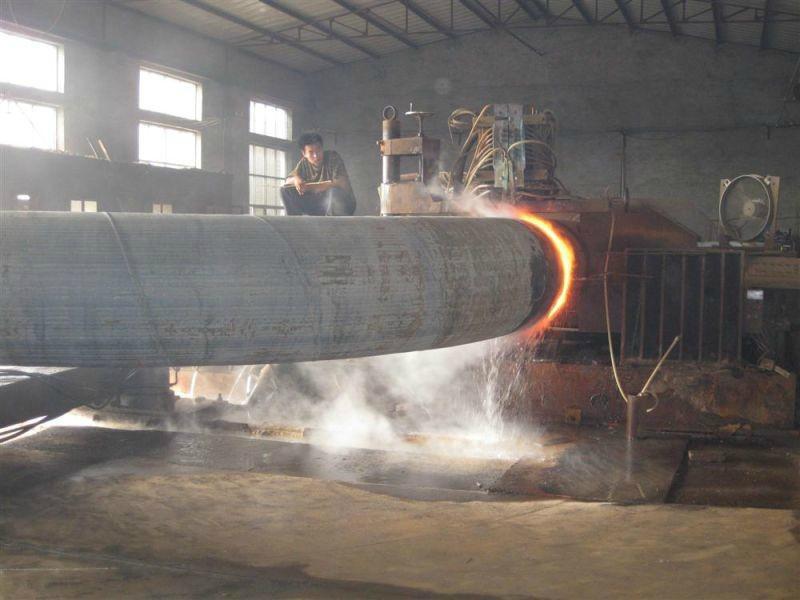 详细介绍:   弯管是采用成套弯曲模具进行弯曲的,无论是哪一种机器设备,大部分都用到弯管,主要用以输油、输气、输液等,在飞机及其发动机上更占有相当重要的地位。常用弯管有:中频弯管,对焊弯管,不锈钢弯管等。 弯管控制:   1.弯管成型中对产品的影响:企业在的弯管生产工艺中,为更好的弯管表面,会采取很多的办法,其中包括:采用更先进的弯管机,用强度更高的模具,或者采用产品等办法。   2.