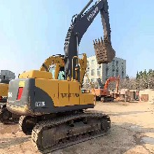 昆明二手挖機市場出售沃爾沃210和240二手挖掘機全國包送貨