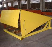 货物装车升降机,装卸平台,集装箱装卸平台,叉车斜坡桥图片