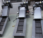 机床排屑机分为链板式排屑机、刮板式排屑机、螺旋式排屑机、永磁性排屑机。