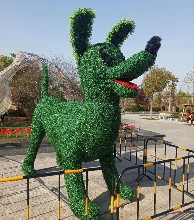 全國獨家設計仿真綠雕造型出售廠家卡通人物綠雕造型制作廠家