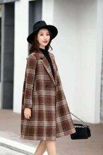 中老年外套上海未知未覺19冬季大衣品牌折扣大碼名品女裝未知未覺大碼外套大衣圖片