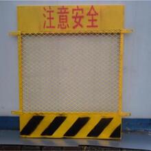 电梯井口安全门价钱-电梯安全防护网规格-安平丝网实体厂家直销-量大从优