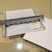 专业生产各规格铝天花扣板材料,木纹条扣板,木纹G型卡扣板图片