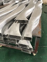 可水洗铝晟室内金属东森游戏主管饰铝天花弧形造型木纹铝方通量大从优图片