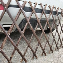 台化�橐坏��影州竹子栅栏厂家花池竹围栏-农村●菜园围栏图片