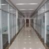 济南办公百叶隔断浅析济南办公室玻璃隔断的特点