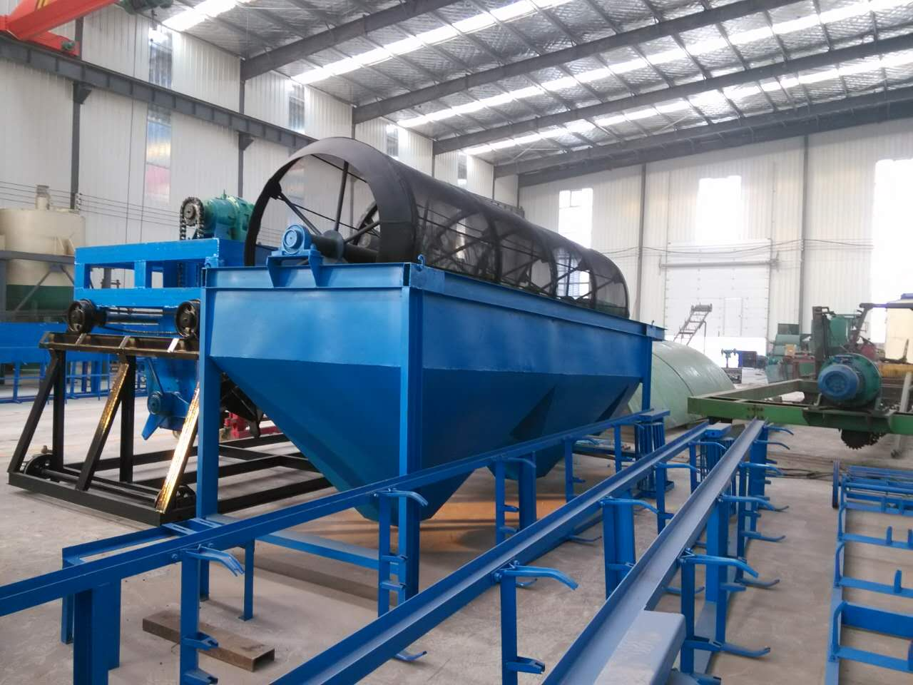 尿素笼式粉碎机生产商的技术优势很重要