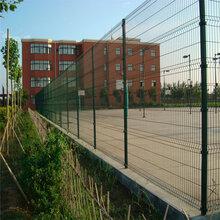 巨人专业生产三角折弯护栏网草坪呼啦我小区护栏网价低质优欢迎选购