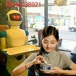 餐饮机器人作为噱头可应用于火锅店餐厅,茶餐厅,私人会所,房地产销售中心展会等场所