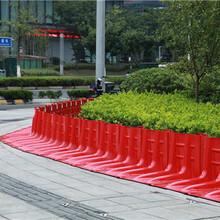 轻巧便捷的红色塑料挡水板L型汛期防汛堵洪挡水板图片