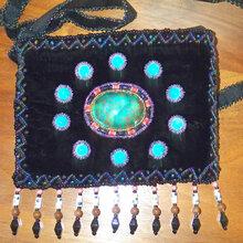 廠家直銷金絲絨珠繡手袋金絲絨釘珠手機包絲絨串珠包真絲繡珠包圖片