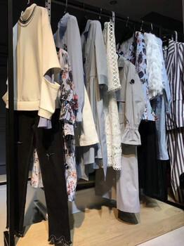 广州品牌女装伊袖17春装折扣批发一手货源广州哪里有