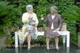 加工订制做玻璃钢铸铜雕塑人民生活老奶奶们谈话雕像