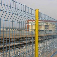 贵阳三角折弯护栏网厂家指导安装图片
