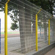 折弯护栏网、桃型柱护栏网生产厂家图片