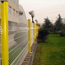 福建桃型柱护栏网安装与其他护栏网安装的区别图片