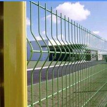 江苏三角折弯护栏网立柱颜色介绍图片