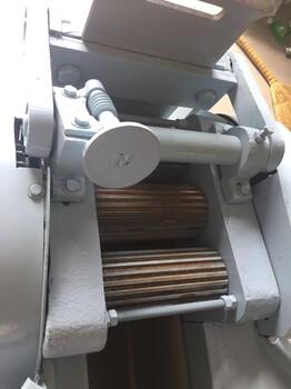多功能切药机中药切片机械小型中药切片机转盘式切药机