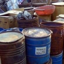 黑龙江回收废旧化工料过期化学品回收图片