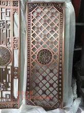 中式铝板雕刻客厅背景墙屏▲风客厅与餐厅铝艺镂�羁掌练缍┳鐾计�