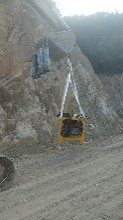 采石場開采破碎硬石頭的機器--性能穩定圖片
