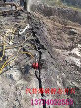 修路开山石矿必备大型劈裂机图片