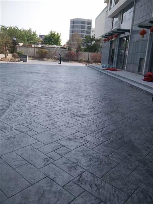 技术:德宏水泥模压路面施工案例