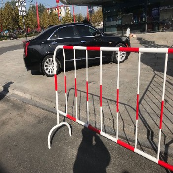 红白铁栏杆l铁马临时移动护栏l黄黑铁栏杆现货供应