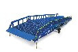 升降機廠家生產直營移動式登車橋搬運升高卸載貨物臺面。