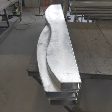 供应弧形方通造型铝板吊顶图片