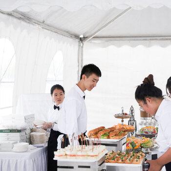東莞橋頭尾牙粵式大盆菜服務周到,年會圍餐酒席
