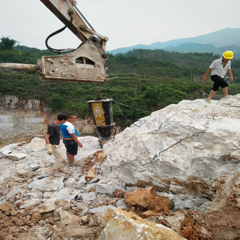 岩石太硬钩机打不动破碎石头机朗县
