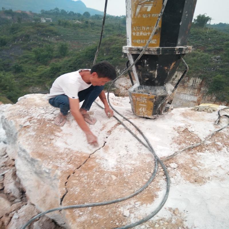 青石采石场破碎锤打不动用什么设备代替炸药安远