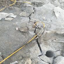 昌平青石矿开采石头分裂机比炮锤开石快放炮设备图片
